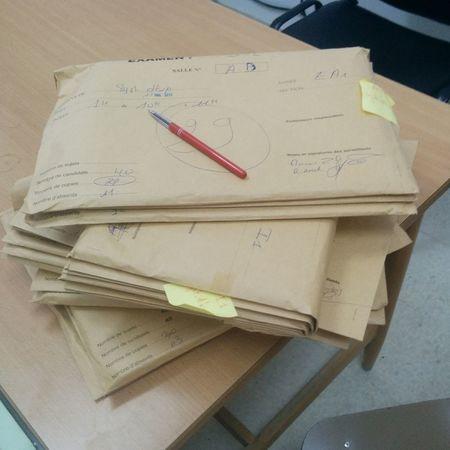 Des copies, des copies rien que des copies... 😭 Examens  Correction