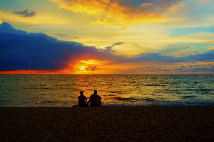 Beachphotography Sunset Relaxing Enjoying Life Cloud - Sky Glowing Couple Love Moment Lovephotography  Life Is A Beach Sunset_collection The Week Of Eyeem The Week On Eyem