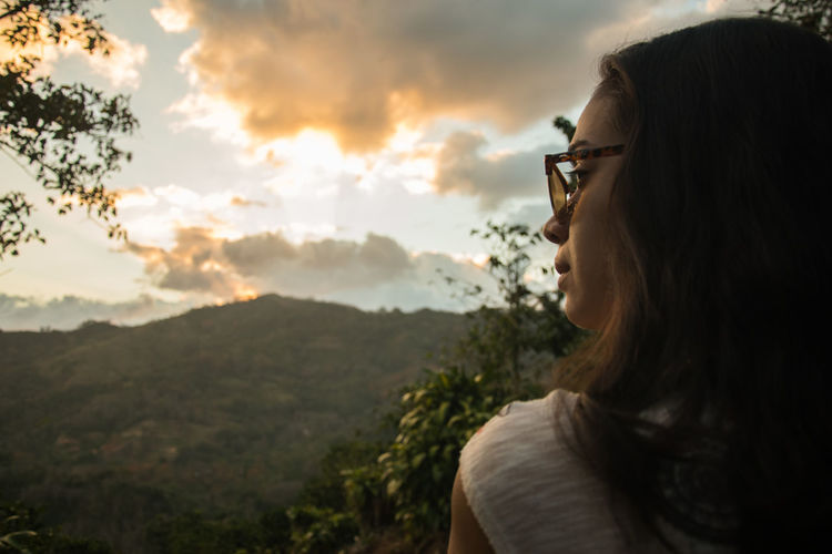 watching the sunset Costa Rica Costa Rica 🇨🇷 Costa Rica❤ EyeEm Best Shots EyeEm Nature Lover EyeEm Portraits Portrait Of A Woman Sunset_collection Beauty In Nature Close-up Mountain One Person Outdoors Portrait Photography Real People Sunset