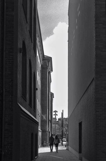 Narrow Tall Tall - High Black And White Couple Love Monochrome EyeEm Best Shots - Black + White Jopesfotos - Buildings Jopesfotos - Bestefotos