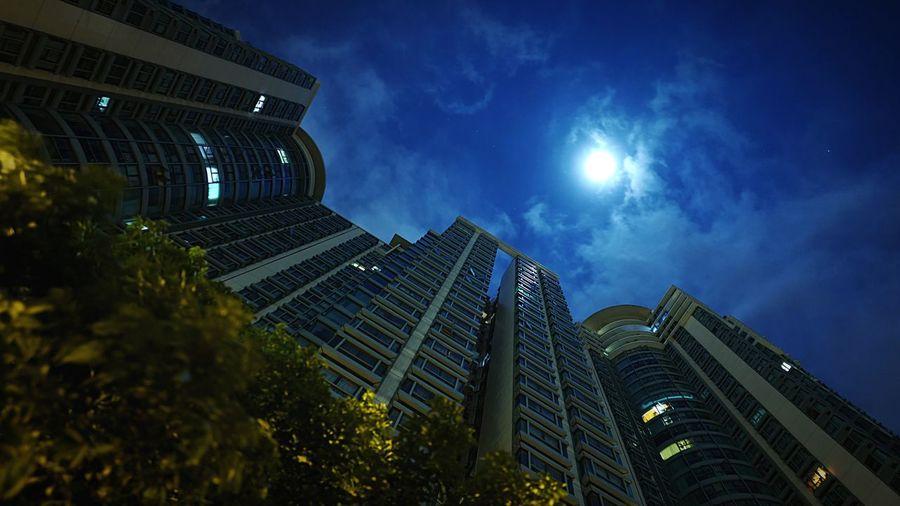 Midnight Moon HongKong Discoverhongkong Leicaq Leica Nightphotography Moon Midnight 香港 夜景 ライカ Pmg_hok