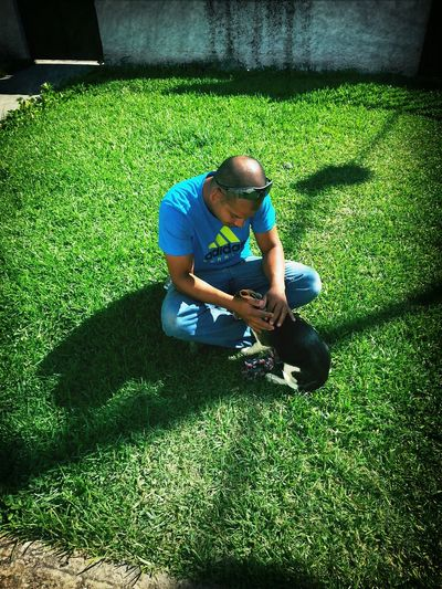 Donna jugando con su tio Javier Beagle