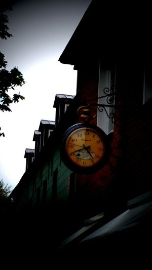 EyeEmNewHere No People Built Structure Clock Architecture Outdoors Minute Hand Sky Clock Face Day Uhrzeit Uhren UhrClock Watching. Clock Clockface Clocks At Street Clock