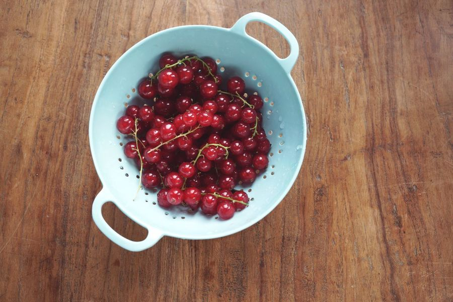 Berries in a strainer Food Wood Nobody Wet Washed Strainer Red Berry Beeren Johannisbeeren Johanisbeeren Food And Drink Food Red Wood - Material Table Fruit Healthy Eating Directly Above Freshness Wellbeing No People High Angle View Bowl Ready-to-eat