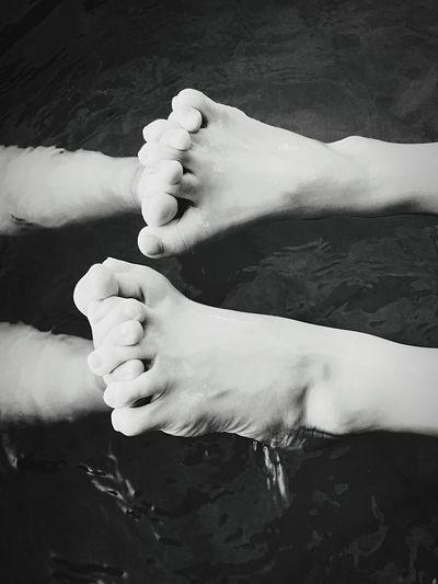 Foot Swimming Water Shake
