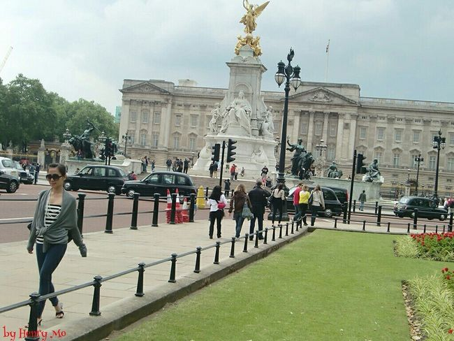 take a walk at Buckingham palace Taking Photos Check This Out Eye4photography  Touristlondon