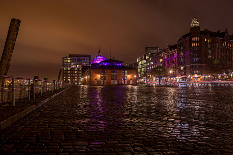 Illuminated Architecture Building Exterior Night City Sky Street No People Cloud - Sky Travel Destinations Outdoors Light Built Structure Nature Nightphotography Hamburg Hamburg Harbour Fischmarkt Hamburg Fischmarkt Footpath Water Building