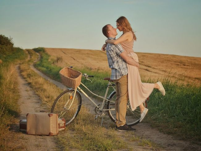 Love Love Couple Friends Poland Warmia Human Connection Young Women Full Length Women Summer Bicycle Rural Scene Wheat Heat - Temperature Walking Fashion Cycling Luggage Suitcase