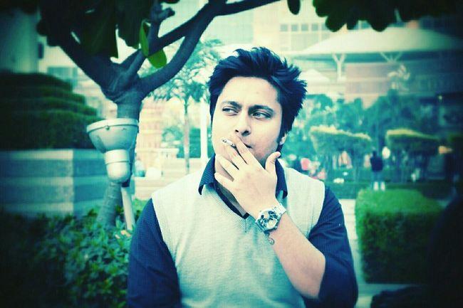 Smoking Cigrettes Cigarette  Its Me Enjoying Life Hi Thats Me  Selfportrait Selfie Smoking