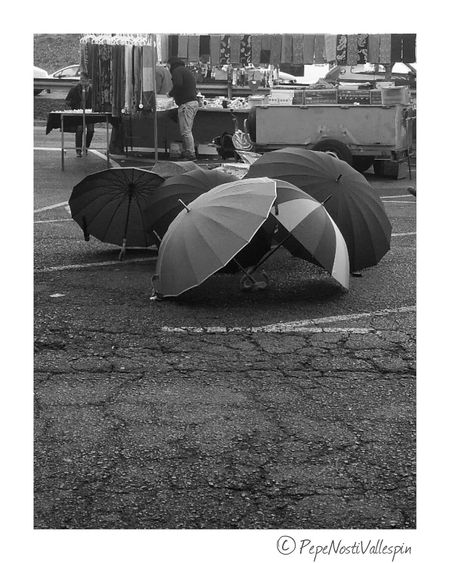 Streetmarket Poladesiero Black And White Blackandwhite Photography Blancoynegro Blackandwhitephotography Black And White Photography Blackandwhite Outdoor Photography Streetphotography Black & White Pola De Siero