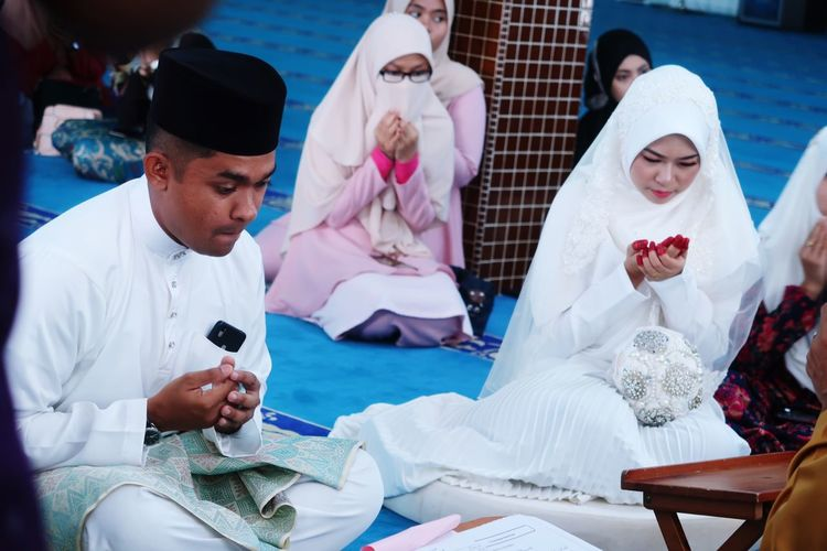 Malay Wedding Blessed Day Bride And Groom Bride In White Muslim Wedding Malay Wedding Wedding Day Wedding Ceremony Wedding EyeEm Selects Men Adult Group Of People People Women Sitting