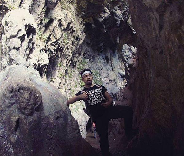 Goa Batu, Bantimurung.. Ini baru di mulut Goa nya.. Traveling INDONESIA Couchsurfing Trip Adventure Paradaise Roadtrip Jalan2man Jalanjalan Visitindonesia Explore Waterfall Cave Makassar Maros  Sulawesi Freedome  Play Main
