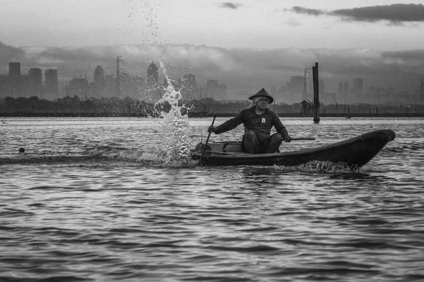 Laguna de Bay, Lower Bicutan, Taguig, Philippines. December 2016. Photo by Olga Mihova City Fisherman Manila Manila, Philippines Nature Nautical Vessel One Man Only One Person Only Men Outdoors People Sea Sky Skyline The Week On EyeEm Water Waterfront