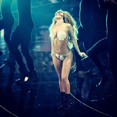 Give yourself a big applause everyday.Goodnight!!VMA  Ladygaga Awesome Performance applause