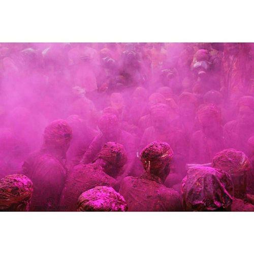 Ishanagarwalphotography Holi Lathmarholi Nandgaon barsanasamajholi2015pinkgreenOrangeredpinkfestivalkrishnagopicoloursitsindiaindiaincredibleindia offsetimagesoffsetartist