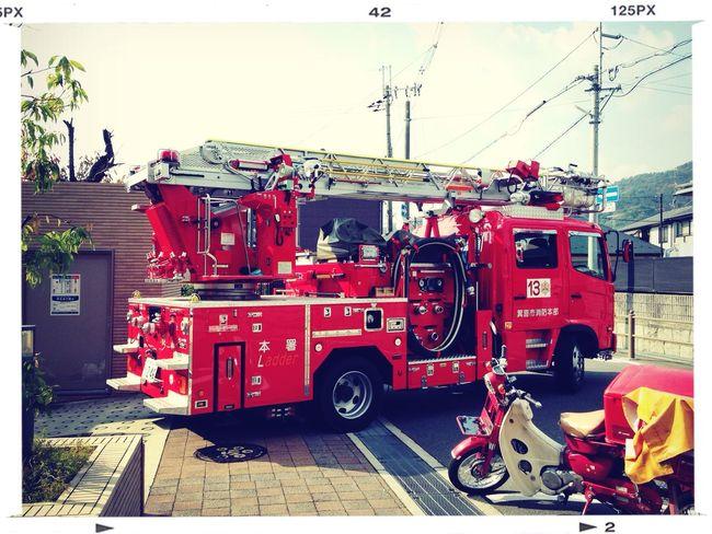 今日はマンションの消防訓練。消防車が来ました! Check This Out