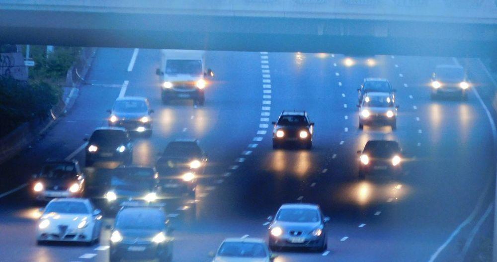 Bleu Lumineux Jaune Orange Or Phares Courbe Autoroute  Automobiles Beauté De L Instant Couleurs Naturelles