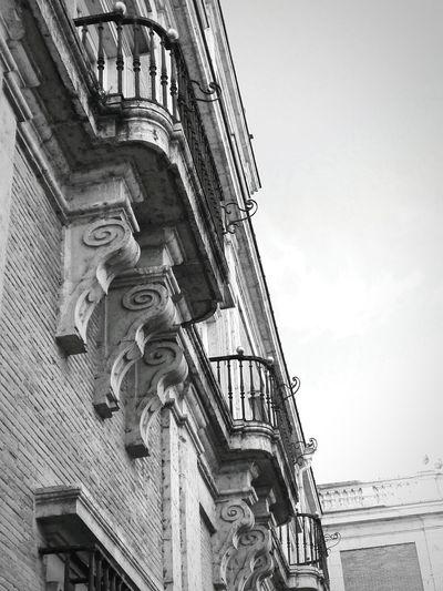 Balcones. Palacio de Aranjuez Blackandwhite Balcony Built Structure Arquitecture J.J.D.R. Palacio De Aranjuez
