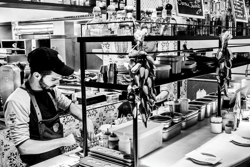 Restaurant Monochrome Blackandwhite El Barri Adrià Niño Viejo Monochrome_life Kitchen People