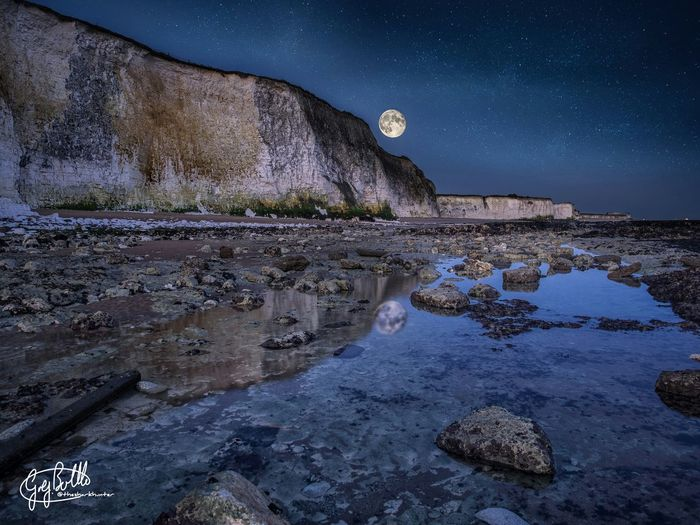 Full moon over the beach. Multiple exposures taken as moon was setting, and manually blended in Photoshop. Full Moon EyeEm Best Shots - HDR Landscape Long Exposure Night Lights Broadstairs Uk EyeEm Best Shots Kingsgate