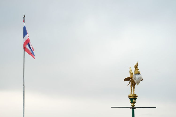 หลอดไฟ ไทยแลนด์ Patriotism Flag Politics And Government Pride Sky