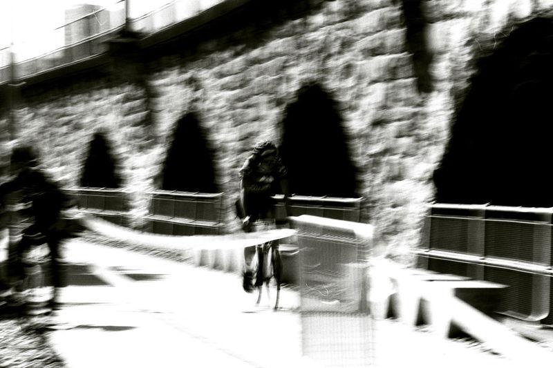 velo-cité Gry Et L'aventure Motion Blur Bnw_friday_eyeemchallenge Bnw_bike Shadow Architecture Close-up Moving