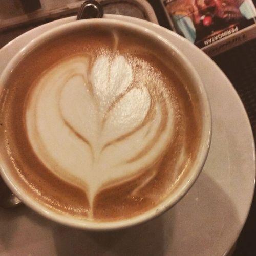 Coffee Coffeeart Coffeelatte Lattegram latteeartgram latteeart barista baristaindonesia amateur novice notperfect likeforlike NoCoffeeNoWorked brewscoffee carimali coffeetoday