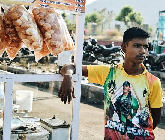 Pani Puri wala > all walas. No questions asked! P.S :- Checkout his jersey 😏 Nikond3200 Planhatke Thehatke TIBMeet InkBucket Solitarypixels Myhappyframe Loveformygrid Intertwinedrealms Indiaclicks Newbie Simplicityeverywhere Exs_people Maibhisadakchap People And Places