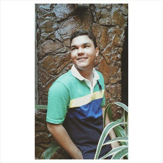 Si estas triste sonrie, porque más vale una sonrisa triste, que la tristeza de no verte sonreir. 😊