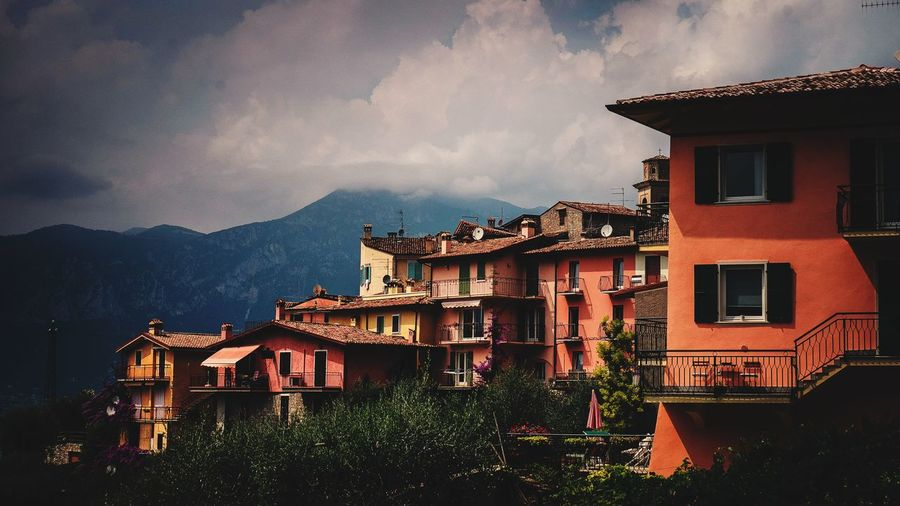 Wallpaper Landscape_Collection Beautiful Pastel Pastel Power ArchiTexture Contrast Lake Garda EyeEm Selects City Illuminated Window House Residential Building Sky Architecture Building Exterior Built Structure Mountain TOWNSCAPE Rocky Mountains Town Cloud - Sky Old Town Tiled Roof