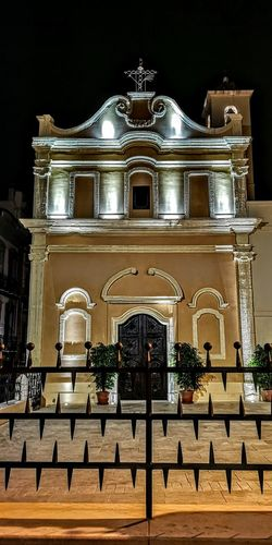 Cagliari, Sardinia Streamzoofamily Friends Cagliari By Night Cagliari Urban City Politics And Government City Illuminated King - Royal Person History Statue Architecture Built Structure War Memorial Memorial Monument Place Of Burial National Monument Ancient Rome Grave Triumphal Arch Mausoleum Graveyard Civilization Gravestone Tombstone Carving - Craft Product Place Of Worship Sculpture Theater