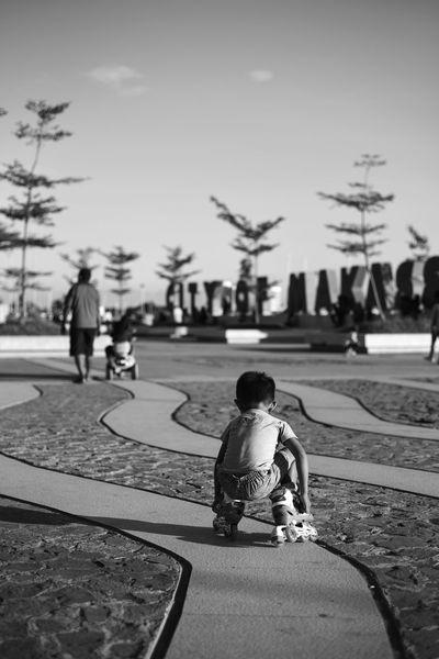 Getting up Vscocam Snapseed D750 EyeEm Indonesia Eyeem Makassar Streetphotography Streetphoto_bw Bnw Blackandwhite Human Interest Human Losari Losari Beach