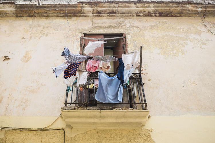 Architecture Balkon Balkony Building Exterior Built_Structure Cuba Habana Vieja Havana House Laundry Laundry Day Wäsche Wäscheleine Yellow Fresh On Market 2017