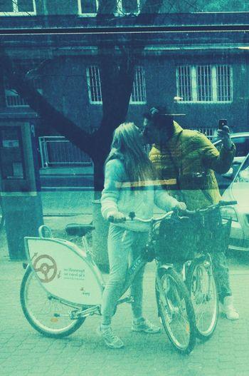 Street Kiss Enjoying Life Popular Photos