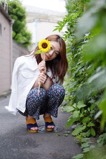 ひまわりガール🌻 Girl Power Portrait Of A Woman Portrait Of A Friend Model Cute Yellow Green Fashion&love&beauty Street Last Summer Fujifilm Fujifilm_xseries FUJIFILM X-T10 XF35mmF1.4 Astia The Purist (no Edit, No Filter) Sunflower People And Places What Who Where model:Sumire