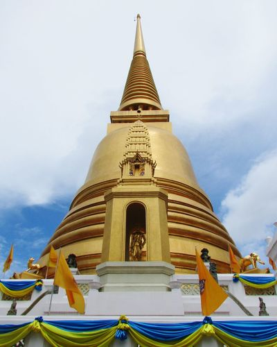 Thai Temple Photo in wat Thai. Thai Temple Photo Thailand Tods Tada Thailand Photos Gold Thai Style Building Exterior Architecture Travel Tourism The Culture Of The Holidays Wat Thai Temple Thailand Wat Backgrounds Travel Destinations Statue Bangkok History Thailand Bangkok Thailand. Tradition