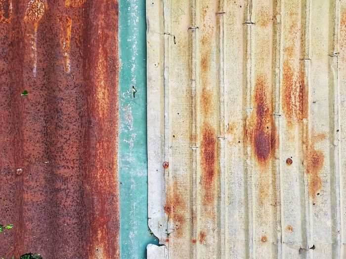 Rusty Rusty Metal Backgrounds Full Frame Textured  Pattern Paint Close-up Corrugated Iron Sheet Metal Brushed Metal Mottled Alloy Iron - Metal Weathered Peeled Peeling Off Corrugated Worn Out Uneven Grunge Shutter