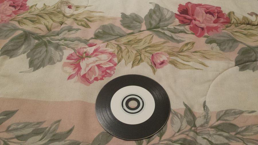 Blanket Cdr Comforter Compact Disc Compact Discs Floral Patterns Flower Indoors  Leaf Leaves🌿 LP No People Vinyl Look Alike CD Vinyl Look CD Vinyl Look Disc
