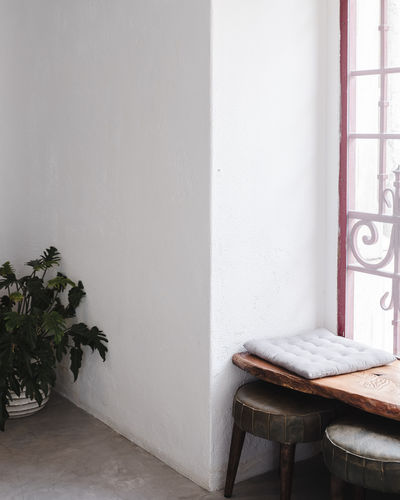 Table and chairs against wall of house