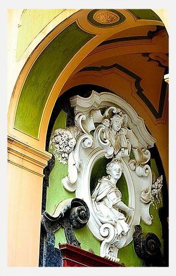 Napoli, quartiere Sanità in via dei Vergini, il Palazzo dello Spagnuolo. Ig_naples Igersitalia Igfriends_campania Taking Photos