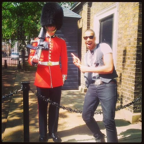 Just touched down in London Town  London Bigcity Britain Amazing Soldier puffyhat posers neamessing igers picoftheday igdaily instadaily instagramhub tbt samsung lovinglife happyTimes redcoat gun mee