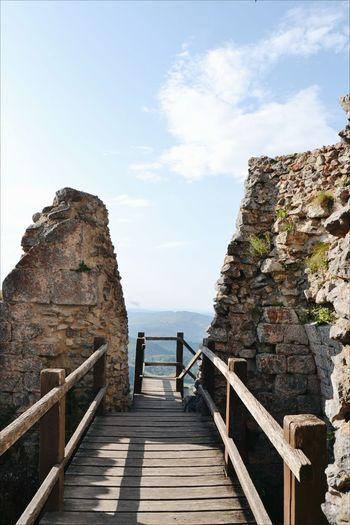 Montsegur Castel Montsegur Castell De Montsegur Castell Castle Adventure Footbridge Steps