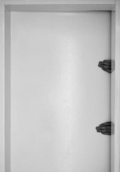 Hand Hands No People Indoors  Day Close-up Indoors  Hands At Work Black Blackandwhite Doors Black And White Photography Blackandwhite Photography Black&white Contrast Contrasting Colors Handsinframe Contrasts Black & White Blackandwhitephotography Hands On EyeEmNewHere