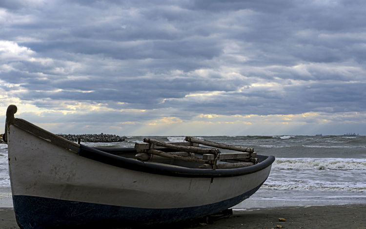 Beach Beauty In Nature Cloud - Sky Fishing Boat Horizon Horizon Over Water Land Mode Of Transportation Moored Nature Nautical Vessel No People Non-urban Scene Outdoors Rowboat Scenics - Nature Sea Sky Tranquility Transportation Water