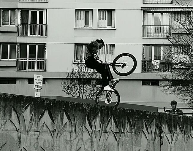 One Man Only One Person People Day Outdoors Urban Living Jump On The Wall Monochrome Huaweiphotography Huawai P9 The City Light