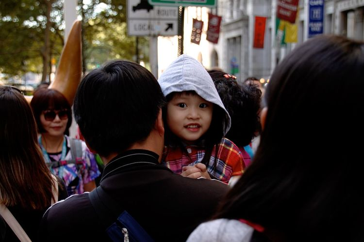 Adult Baby Child City Day Family Females Happiness Horizontal Human Body Part Japanese  Leisure Activity Outdoors People Person Reunion - Social Gathering Togetherness Sommergefühle