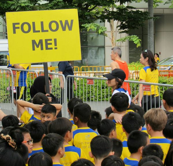 follow me Teachers And Students Large Group Of People Crowd People Outdoors Children Signboard EyeEm Selects EyeEm Gallery WeekOnEyeEm EyeEmNewHere Eye4photography  Race Day Paint The Town Yellow Paint The Town Yellow Streetphotography