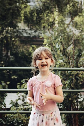 Love Sun Bright Beauty Beautiful Nature Photography Outdoors Tree Child Childhood Smiling Girls Happiness Portrait Cheerful Fun Front View Wearing Flowers Preschooler