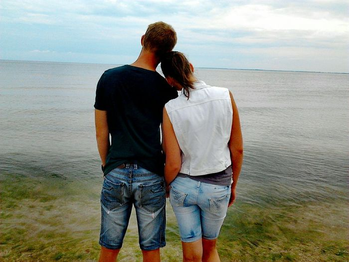 Я с Любимой Two People Love Togetherness Heterosexual Couple Sea Romance Bonding Couple Rear View Couple - Relationship Embracing Beach Dating Women Men Adults Only Affectionate Lifestyles Adult Civil Partnership EyeEmNewHere The City Light