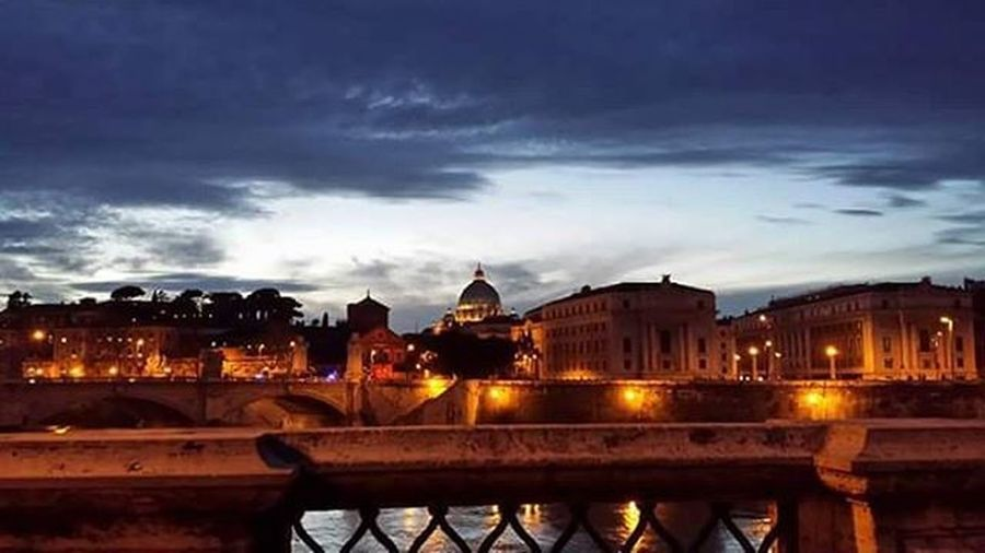 Roma Rome Iloverome  Visszakellmenni Világlegszebbvárosa Vatican Stpietrobasilica StPetersBasilica Szentpéterbazilika Tevere EG Sky Skyphoto Skyphotos Skyphotography Nofilter Nofilterneeded Sunset Sunrise_sunsets_aroundworld Cloudfoto Clouds